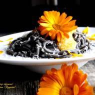 Makaron z sosem marchewkowo-nagietkowym