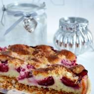 Włoskie ciasto migdałowe ze śliwkami