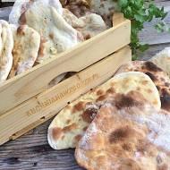 Chlebek Naan pyszny dodatek do dań kuchni indyjskiej