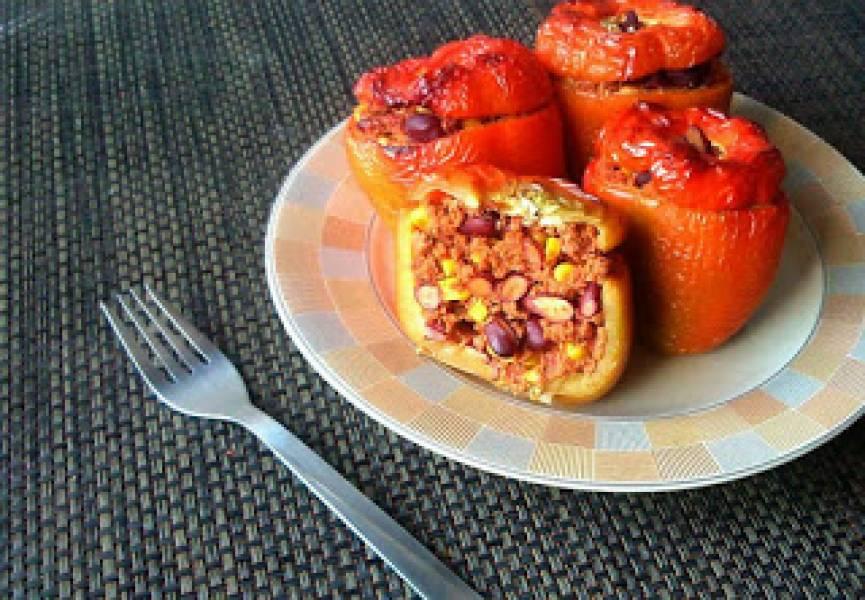 Papryka faszerowana mięsem mielonym z kukurydzą i fasolą