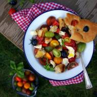 Pomidorowa letnia sałatka z mozzarellą
