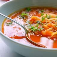 Zupa pomidorowa ze świeżych pomidorów z makaronem