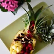 Bananowe placuszki bez glutenu z malinami i ananasem