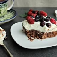 Ciasto na niedzielę szybkie i łatwe #19 Brownie z bitą śmietaną i owocami