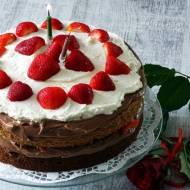 Naked cake z nutellą i truskawkami