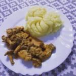 Polędwiczki wieprzowe w sosie kurkowym z ziemniakami