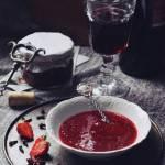 Rozgrzewająca konfitura truskawkowa na winie