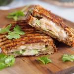 Tost z łososiem, awokado i mozzarellą / Salmon, avocado and mozzarella toast
