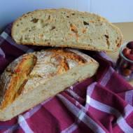 Chleb na dzikich drożdżach z wody zakwasowej marchwiowo - pietruszkowej z tartą marchewką