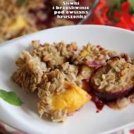 Śliwki i brzoskwinie pod owsianą kruszonką