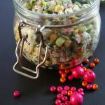 Sałatka z paluszków surimi i ogórków kiszonych