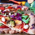 Warzywna pizza na pełnoziarnistym cieście