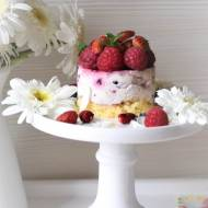 Deser z malinami i kremem z białej czekolady