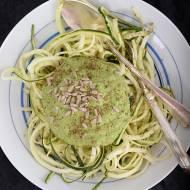 Cukiniowe spaghetti z zielonym sosem