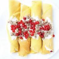 Kukurydziane naleśniki z serkiem z chałwą słonecznikową i porzeczkami