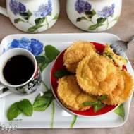 Śniadaniowe mini muffinki jajeczne z cukinią, szynką i żółtym serem (bez mąki)