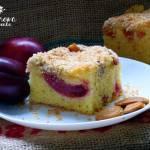 Puszyste ciasto ze śliwkami i chrupiacą posypką