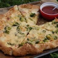 Pizza orkiszowa z brokułem i serami