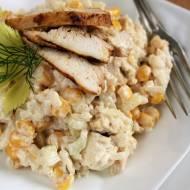 Sałatka z pieczonym kurczakiem i ryżem