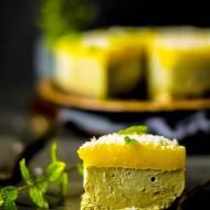 Tort bez pieczenia z awokado i galaretką z mango