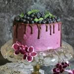 Tort jagodowo - borówkowy zawijany (w pionowe pasy)
