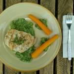 Grillowana pierś z kurczaka z marchewką na puree brokułowym