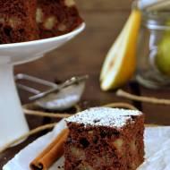 Czekoladowe ciasto z cynamonem i gruszkami