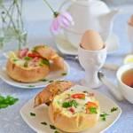 Zapiekane bułeczki z jajkiem