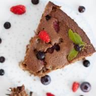 Pełnoziarniste ciasto z karobem i owocami