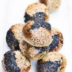 Mini bułeczki z czarnym tahini
