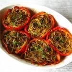 Papryka faszerowana spaghetti.