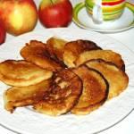 Placki z tartymi jabłkami
