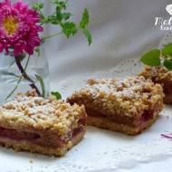 Ciasto ze śliwkami i cynamonową pianką