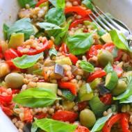 Pęczak z pieczonymi warzywami po włosku