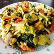 Makaron ryżowy z indykiem i warzywami