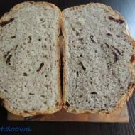 Chleb na dzikich drożdżach z truskawek z czipsami truskawkowymi