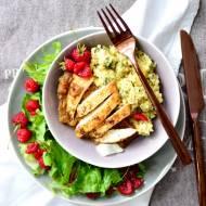 Pierś kurczaka w konfiturze figowej z kaszą bulgur z awokado, miętą i cytryną