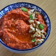 Muhammara - pasta z pieczonej papryki i orzechów