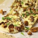Pizza serowa z kurkami