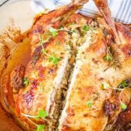 Pieczony kurczak faszerowany pęczakiem