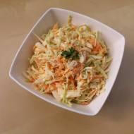 Surówka coleslaw z kremowym sosem