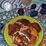 Proteinowe pancakes ze śliwkami