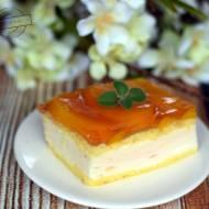Ciasto z kisielową pianką, brzoskwiniami i galaretką