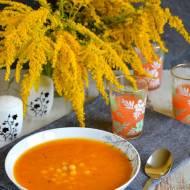 Rozgrzewająca zupa dyniowo-warzywna z ciecierzycą