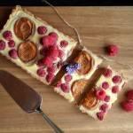 Ostatnie tchnienie lata: tarta z malinami i morelami