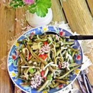 Sałatka z fioletowej fasolki szparagowej