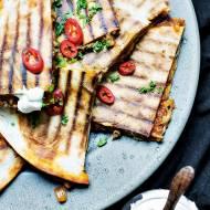 Quesadillas z sosem meksykańskim i mozzarella