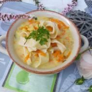 Zupa ziemniaczana z domowym makaronem.