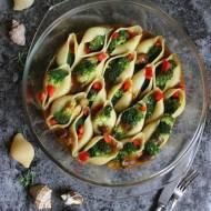 Muszle z brokułami w sosie grzybowym