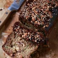 Wegańskie ciasto z cukinią i orzechami – bez miksera